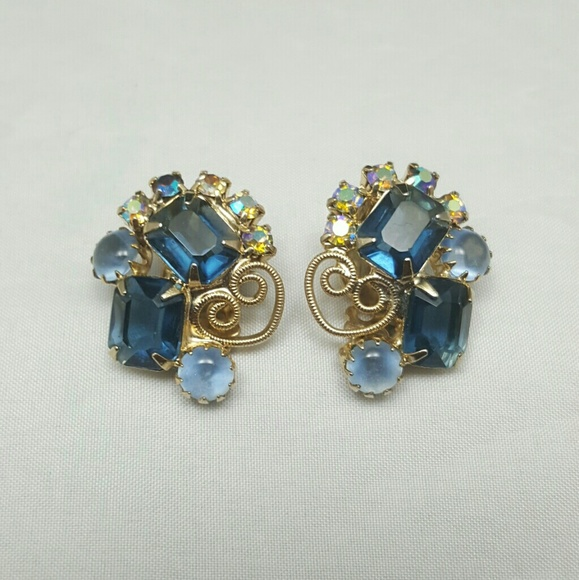 Rhinestone and Easter Eggs Bold sparkly Blue Vintage D/&E Juliana Rhinestone clip earrings-Sparkly Bling earrings Fuchsia earrings